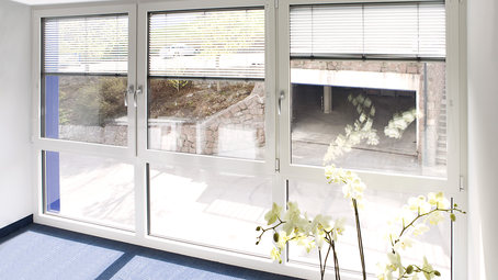 Finestre con veneziane interne top finestra con veneziana - Finestre finstral opinioni ...